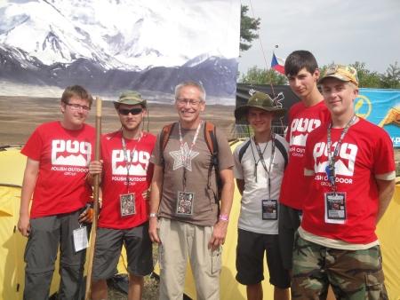 Nasz gość, Piotr Pustelnik z harcerzami z ZHR, którzy opiekowali się obozem podczas całego Festiwalu.
